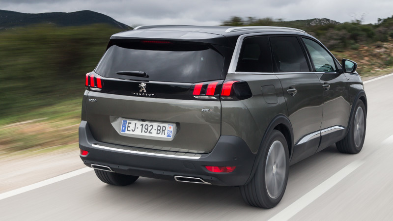 peugeot-5008-2017-gris-amazonite-posterior-lateral