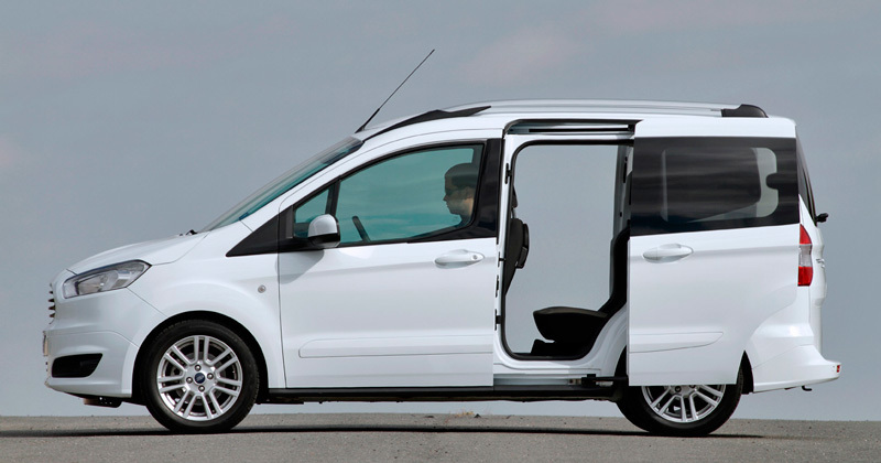 ford tourneo courier 2014 impresiones del interior. Black Bedroom Furniture Sets. Home Design Ideas