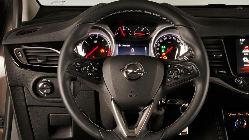Opel astra 5 puertas 2016 impresiones del interior for Interior opel astra 2017