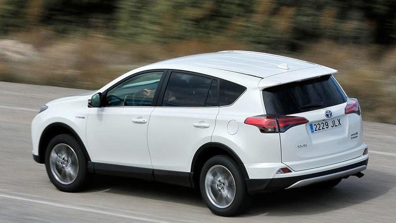 Toyota lend la gasolina o el diésel