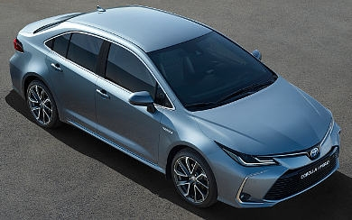 Foto Toyota Corolla Sedan 125H Business Plus (2019)