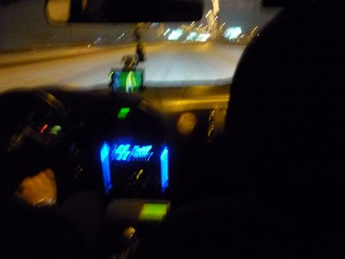 Interior taxi en Sofía, Bulgaria. Bajo la nieve.
