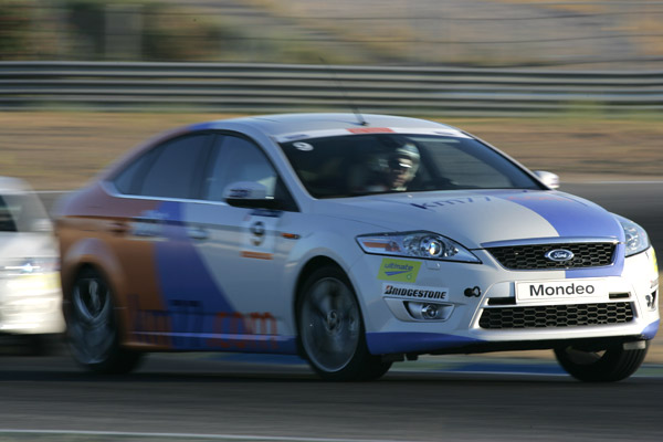 Noelia adelantamiento. km77.com. 24 Horas Ford 2009