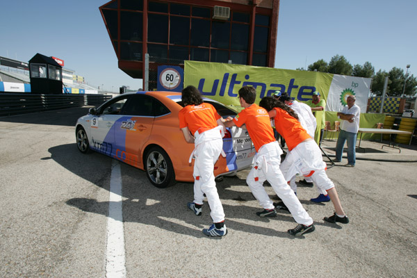 Repostaje.  km77.com. 24 Horas Ford 2009