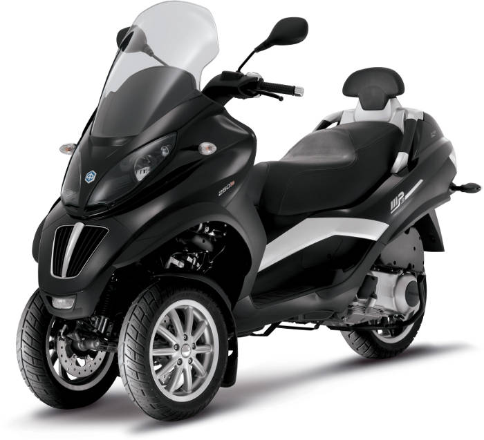 Piaggio MP3 LT. Vista frontal lateral. Moto parada.