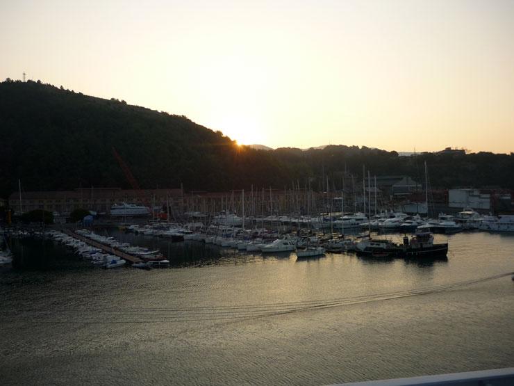 Salida del sol. Desde portaaviones Cavour.