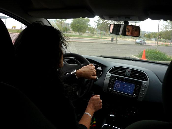 Frenada con coche adaptado. Acelerador en el volante.