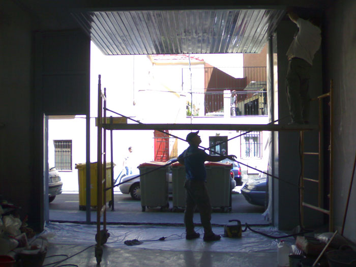 Obra para cambiar la puerta del taller