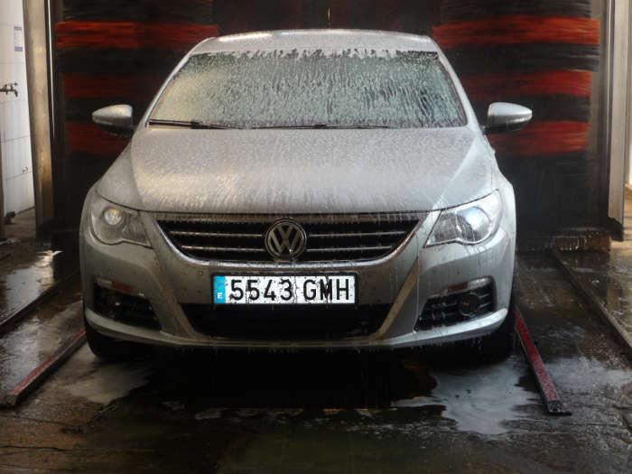 Volkswagen Passat en la ducha.