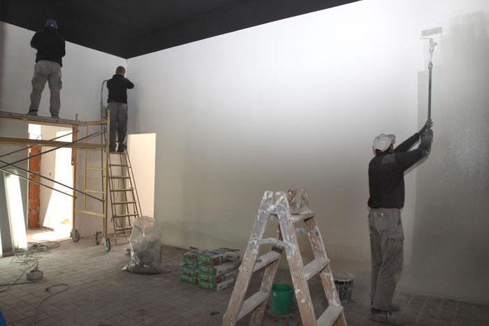 Pintores en el taller.