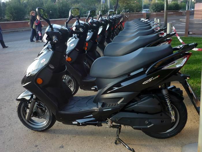 Scooter Kymco G5 125i alineados para su presentación en Madrid.