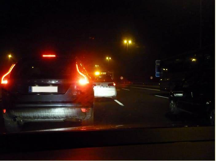 La Guardia Civil detiene el tráfico. Carretera de la Coruña.