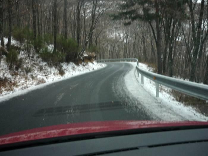 Puerto de Navafría. El hielo cubre la carretera.
