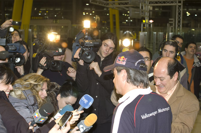 Carlos Sainz responde a los periodistas