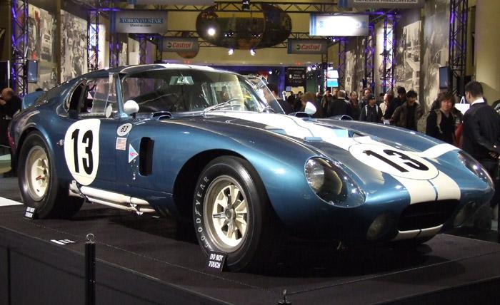 Lo mismo que en el Alfa Romeo TZ, el frontal del Cobra Daytona está muy perfilado, para optimizar su diseño Kamm posterior.