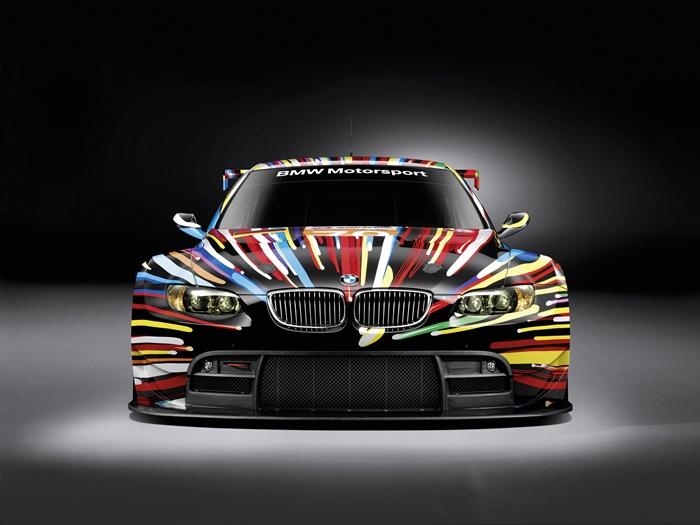 BMW M3 GT2. Participa en Las 24 Horas de Le Mans. Decorado por Jeff Koons