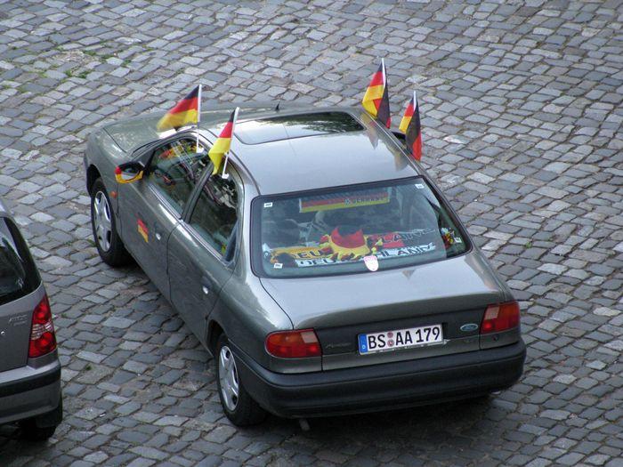 El amor por los colores.Coche adornado. Alemania.