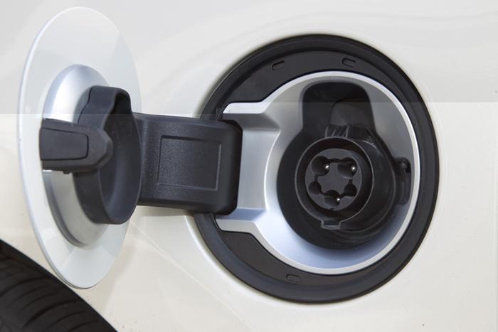 Opel Ampera. Imagen del enchufe de carga de la batería.