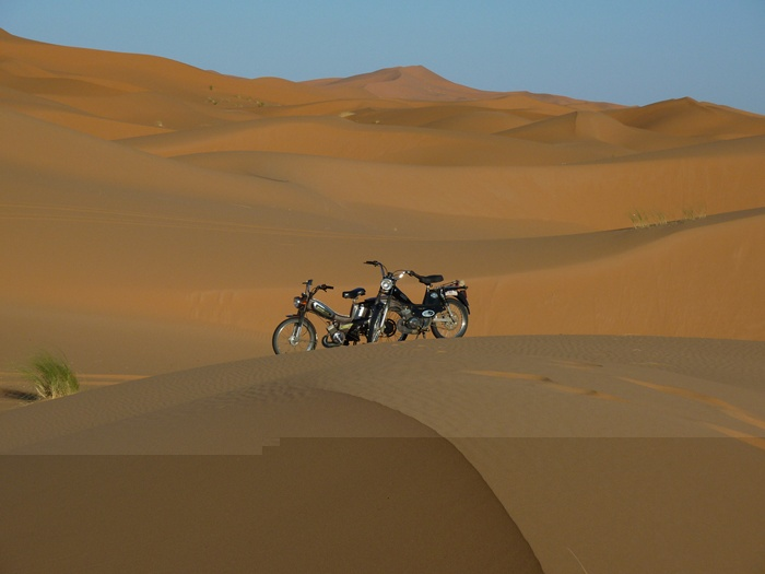 En las dunas con mobilete