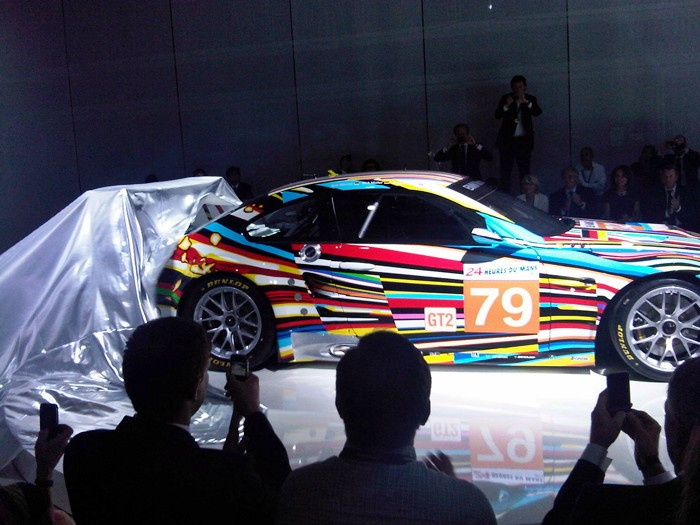 Estela plateada en el descubrimiento. BMW M3 GT2. Jeff Koons.