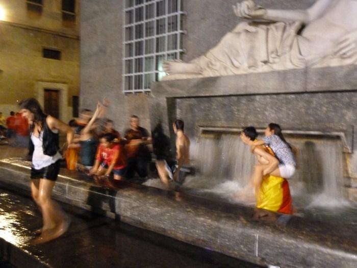 Piazza CLN. Torino. La Spagna ha vinto.
