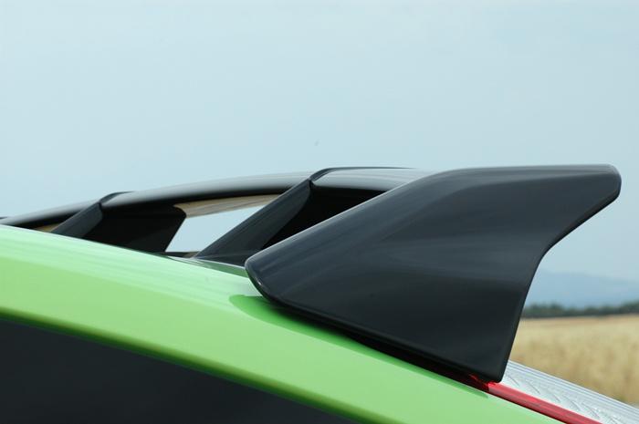 Ford Focus RS. Detalle del alerón posterior. Vista lateral