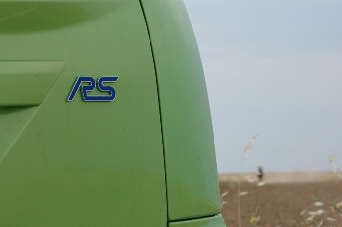 Ford Focus RS. Detalle del logotipo posterior