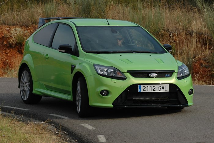 Ford Focus RS. Paso por curva.