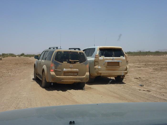 Coches en el desierto. Marruecos.