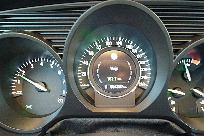 Saab 9-5. Reconocimiento de señales. A contraluz.