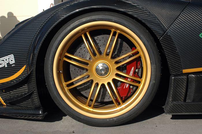 Pagani Zonda R. Pirelli P Zero Zonda R. Medidas 255/35/19