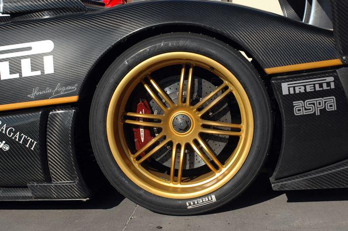 Neumáticos posteriores: Pirelli P Zero Zonda R. Medidas 335/30/20
