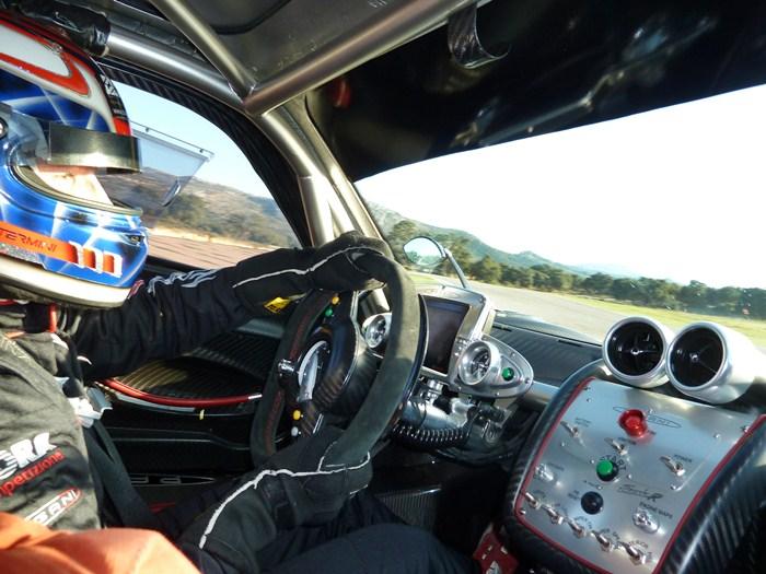 Andrea Montermini conduce el Pagani Zonda R. Circuito de Ascari.