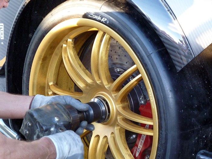 Pagani Zonda R. Cambio de ruedas.