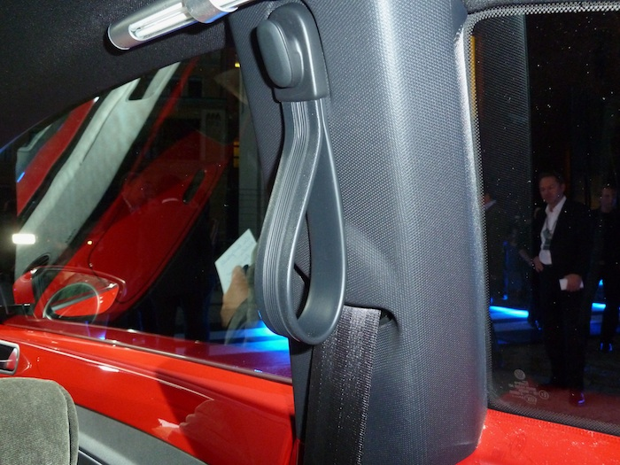 Volkswagen Beetle. Agarramano, asiento posterior.