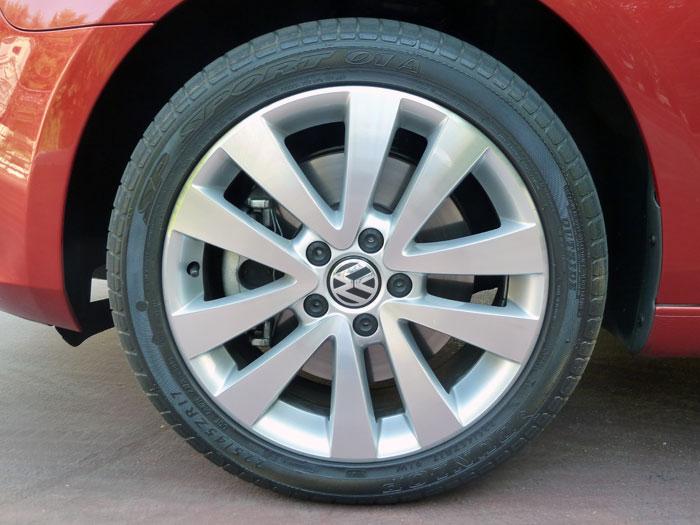 Volkswagen Golf Cabriolet. Llanta de aleación 17 pulgadas.