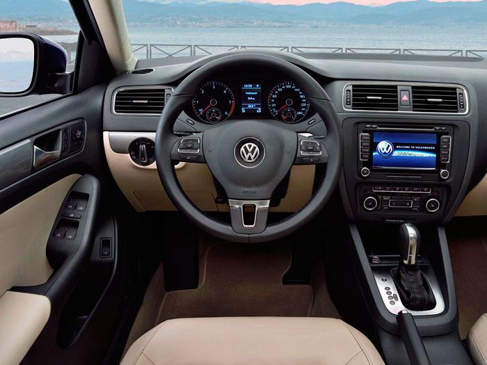 Volkswagen Jetta 1.6-Tdi 105 CV BMT. Interior, salpicadero. Prueba de consumo