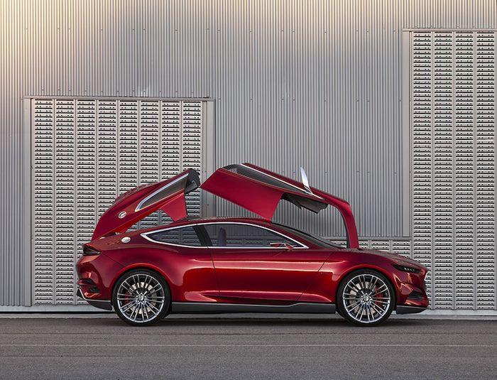 Ford EVOS Concept. Vista lateral con puertas opuestas abiertas