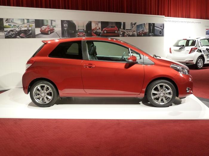 Vista lateral. Toyota Yaris 3 puertas.