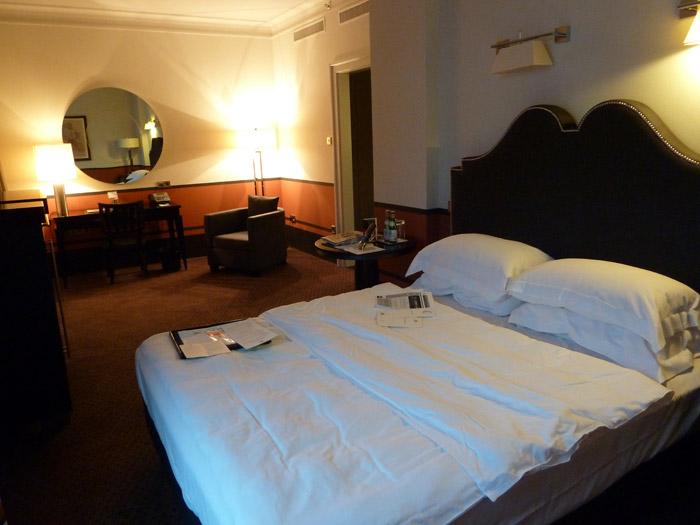 Hotel de Rome. Berlín. Habitación. Cama
