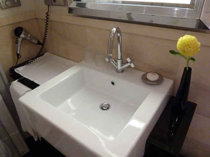 Hotel de Rome. Baño. Lavabo
