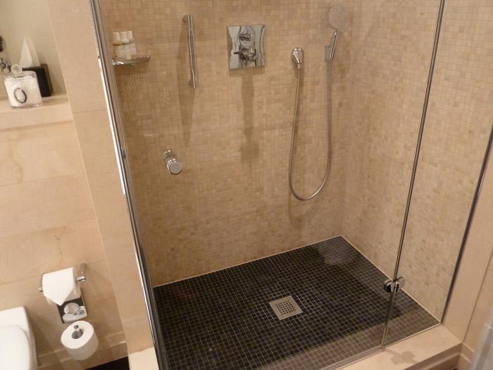 Hotel de Rome. Berlín. Baño. Plato de ducha.