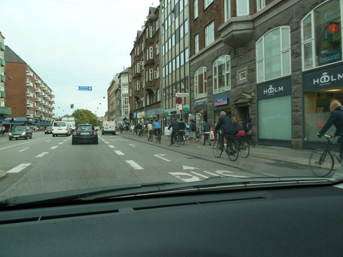 Copenhague. Bicicletas. Coches
