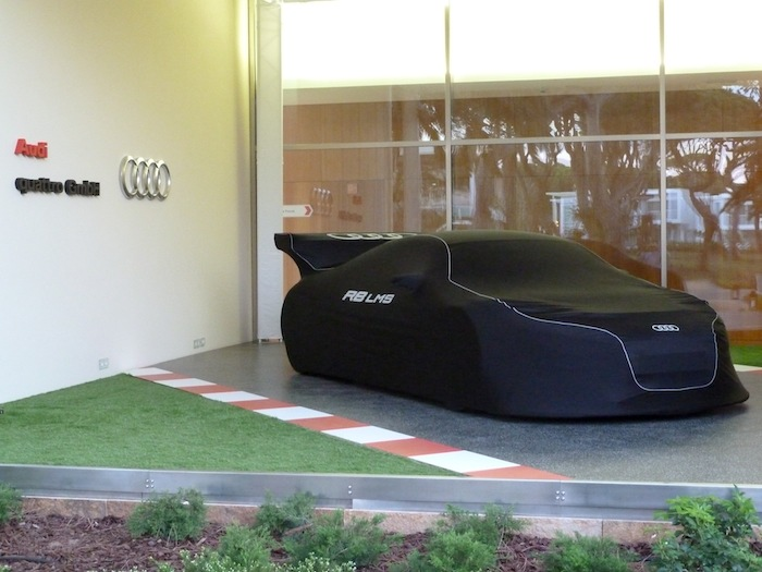 Audi R8 LMS con funda