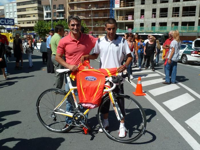 Bicicleta firmada por Miguel Induráin. Para Miguel y Manuel Vicente