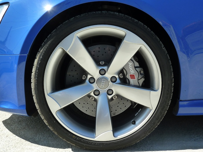 Bridgestone Potenza. Llanta de 20 pulgadas
