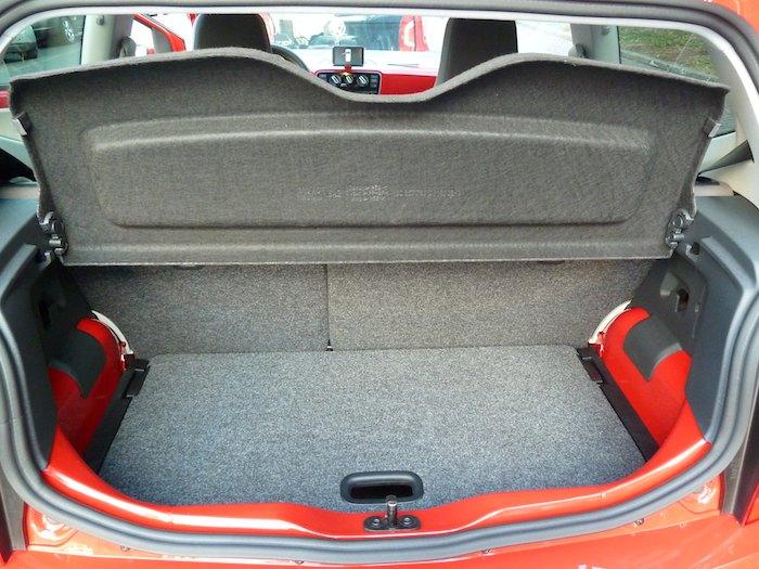 Volkswagen up! Tapa del maletero arriba