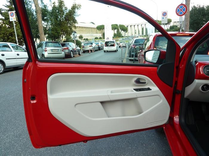 Volkswagen up! Panel de las puertas. Versión high up! en rojo