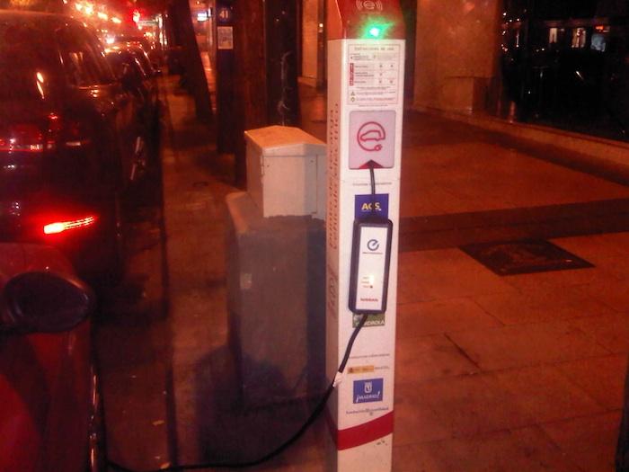 Poste de recarga. Vehículos eléctricos. Goya 46.