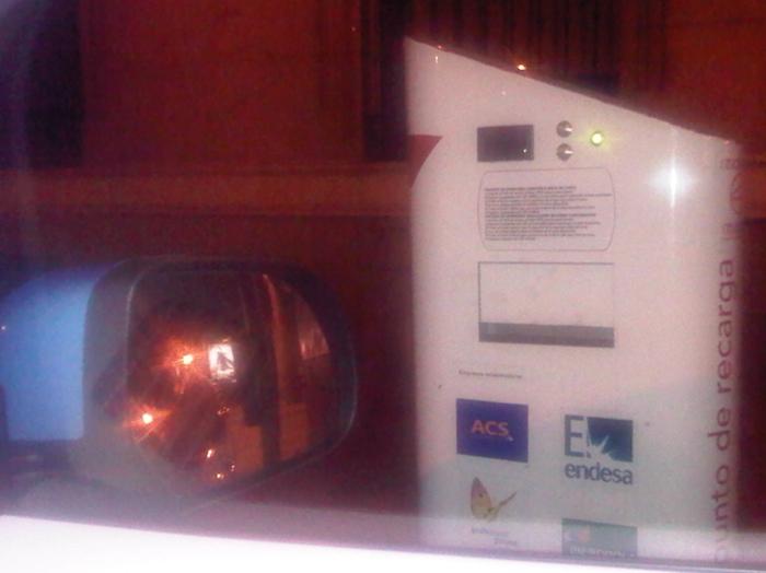 Poste de carga. Vehículo eléctrico, Puerta de Alcalá.